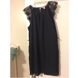 Dress with lace shoulder